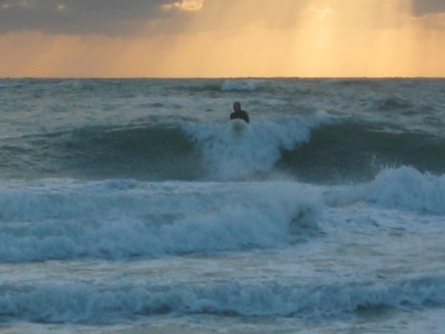 White Ave surf break