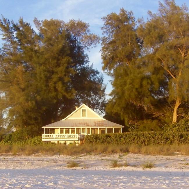 White beach cottage 1940