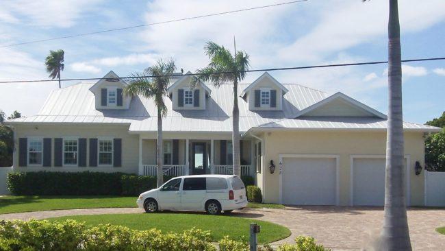 628 Key Royale Drive, Holmes Beach